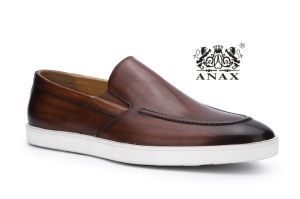 Dark Brown Color Men′s Slip-on Leather Outdoor Comfortable Loafer Shoes